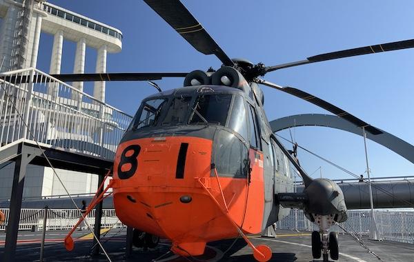 南極観測船ふじの偵察ヘリコピター