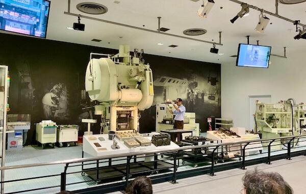 トヨタ産業技術記念館の金属加工公開イベントショー